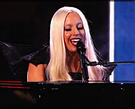 Lady Gaga megtollasodott?