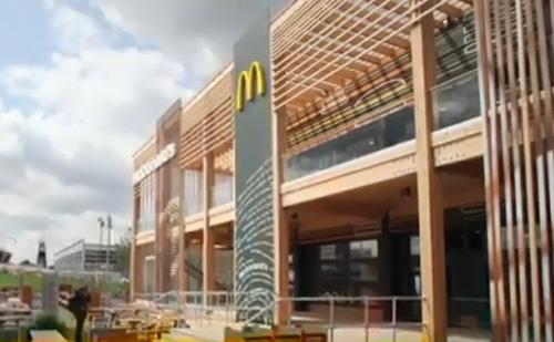 A világ legnagyobb McDonalds éttermében egyszerre másfél ezer ember étkezhet majd