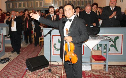 Mága Zoltán az uzoni templomban hegedült