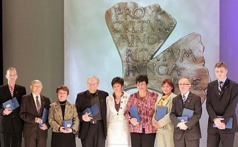 A magyarországi nemzetiségeket ünnepelték és díjazták a Budai Vigadóban