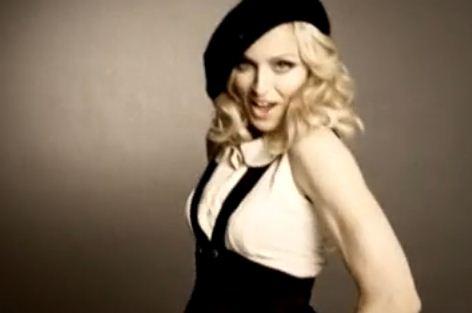 Madonna letaszította vetélytársnőjét!