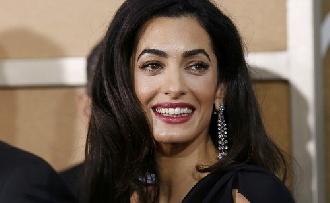 Villantott Amal Clooney