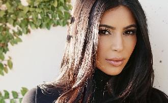 Kim Kardashian ismét levetkőzött