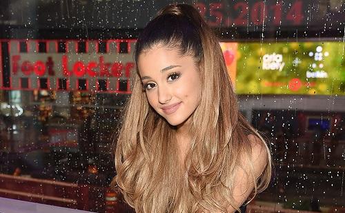 Ariana Grande új dallal jelentkezett