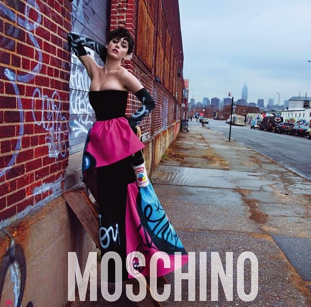 Katy Perry a Moschino arca