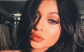 Kylie Jenner ismét kés alá feküdt?