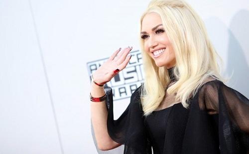 Merész ruhában pózolt Gwen Stefani