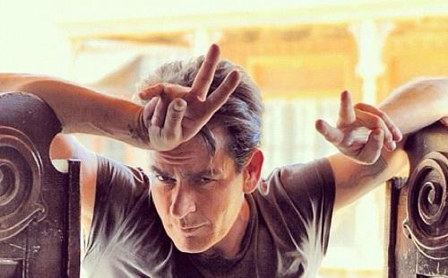 Charlie Sheen sztárokat fertőzött meg?