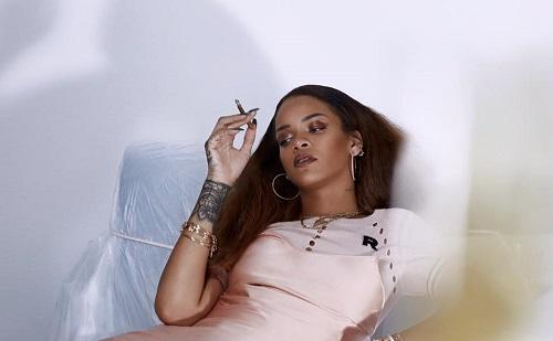 Rihanna kábítószert árul