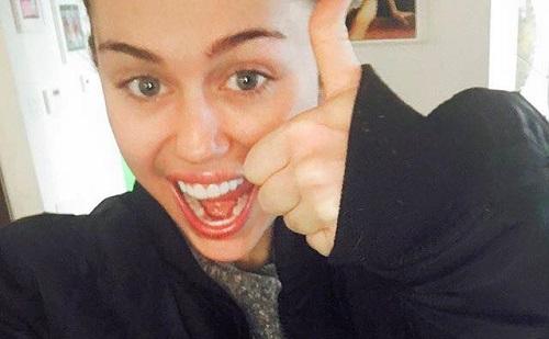 Ismét pucér Miley Cyrus