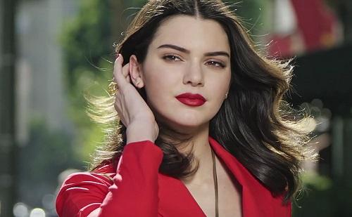Kendall Jenner lett az Estée Lauder arca