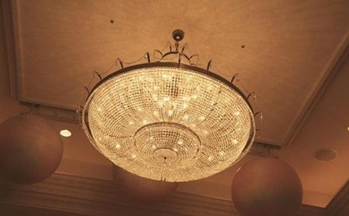 Mennyezeti lámpa legyen a szobánk dísze