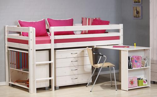 Ha kevés a hely emelt ágyakat tegyünk a gyerekszobába