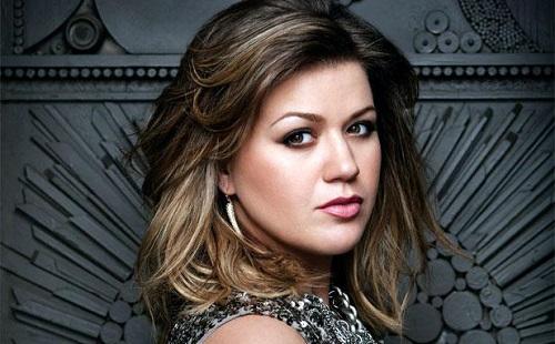Kelly Clarkson meglepetésre készül