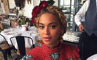 Milliós ruhában Beyoncé kislánya