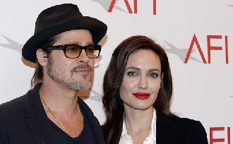 Brad Pitt más nőt szeret?