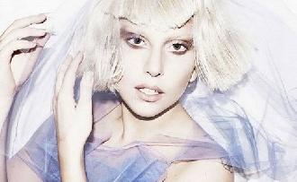 Nyilvánosan füvezett Lady Gaga