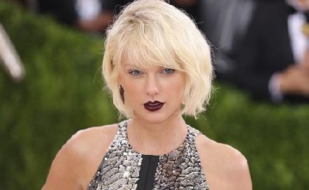 Taylor Swift kés alá feküdt?