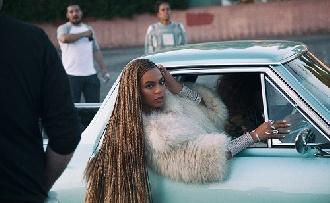 Beyoncé tarolt új klipjével