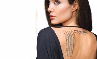 Új tetkói vannak Angelina Jolienak