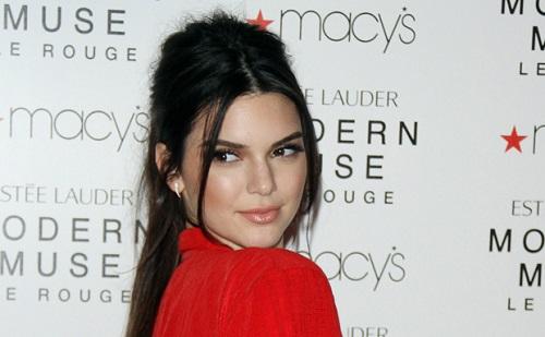 Kendall Jenner viaszba borult