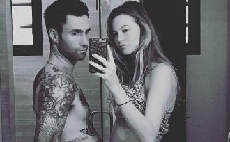 Adam Levine apa lett!