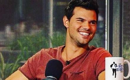 Britney be akarta fűzni Taylor Lautnert