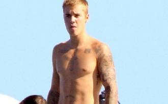 Justin Bieber meglepő fotókkal tért vissza!