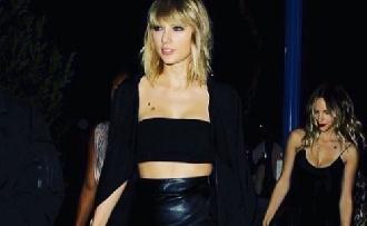 Nem tisztázhatta magát Taylor Swift fogdosója