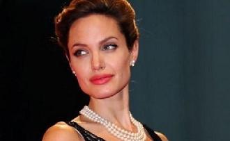 Kezet emelt Brad Pitt Angelinára?