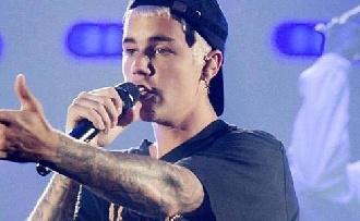 Rátámadtak Justin Bieberre