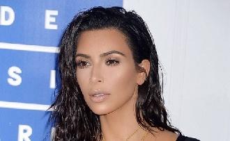 Pucéran szelfizett Kim Kardashian