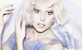 Lady Gaga ráhajtott Bradley Cooperre
