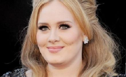 Ezért cigizik Adele