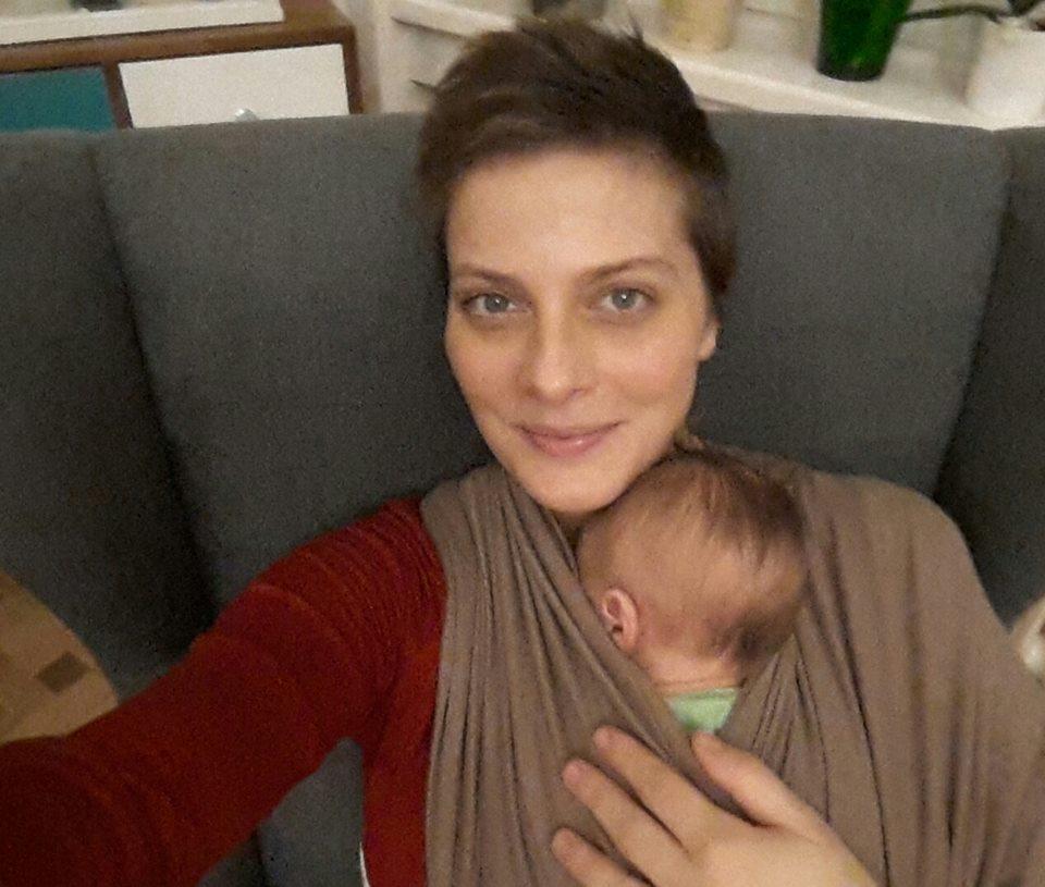 Tatár Csilla gyermekével