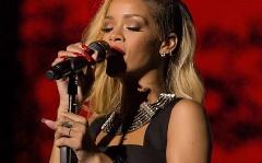 """Rihanna """"beesett"""" dublini koncertjére, majd sírva fakadt"""