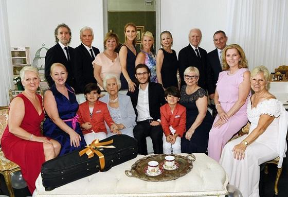 Celine Dion családi körben - előtérben 16 éves fia és az ikrek