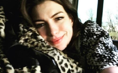 Anne Hathaway majdnem megölte a fiát?