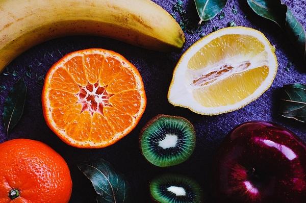 A gyümölcsök, különösen a citrusfélék fokozzák a fogeróziót