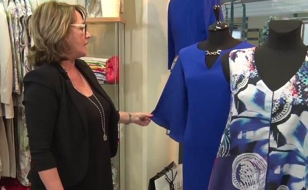 Egy kobaltkék ruha minimális kiegészítővel is tökéletesen öltöztet - mondja Patkó Judit