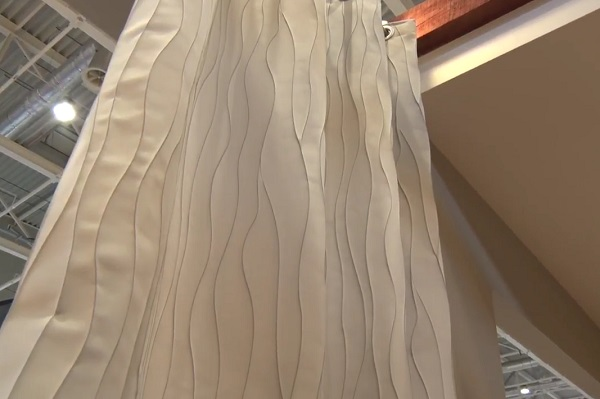 A drapériák, szőnyegek, függönyök a lakás öltözetét alkotják - könnyű őket változtatni