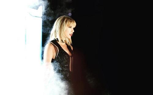 Taylor Swift jó ideje egy színésszel jár?