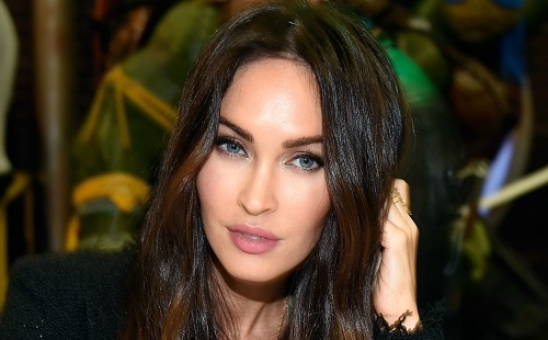 Szexi fehérneműkben pózol Megan Fox