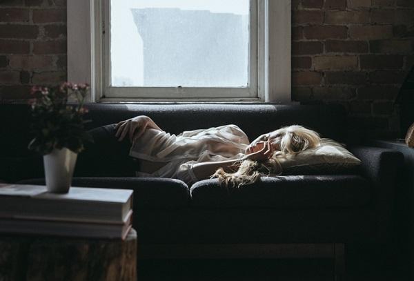 Aki frusztrált, jellemzően negatív álmokkal küzd alvás közben