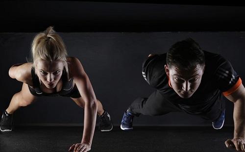 Hoppá: a nők eleve fittebbek, mint a férfiak?