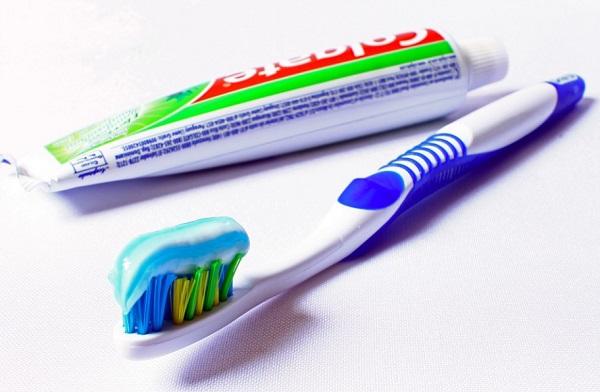 A helyes fogmosás fontos a plakk megelőzése érdekében