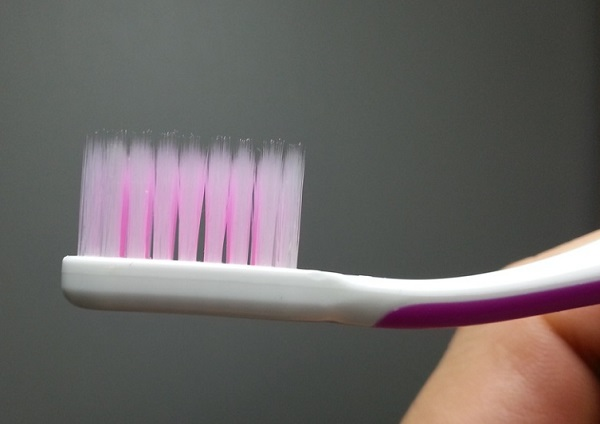 A fogkefe sörtéi előbb-utóbb deformálódnak - mindig időben cserélni kell őket