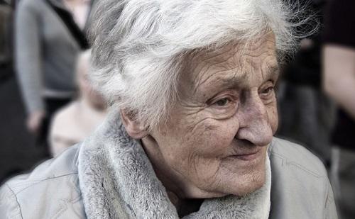 Az influenza dominóként dönti romba az időseket