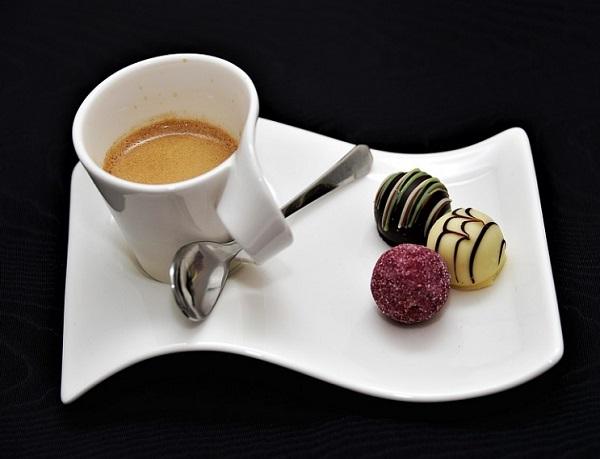 Egy csésze kávé mindig jólesik - süteményhez is