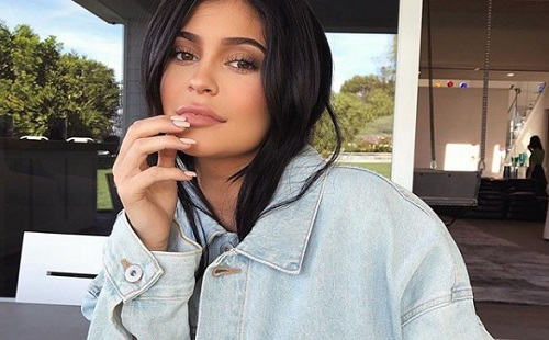 Kylie Jenner is megmutatta a testét
